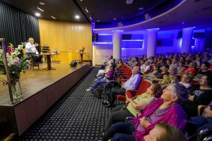 הרצאות ואולם קולנוע - אחוזת נווה חוף, נהנים מדיור מוגן איכותי