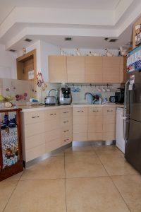 מטבח דירת יסמין - אחוזת נווה חוף, דיור מוגן יוקרתי