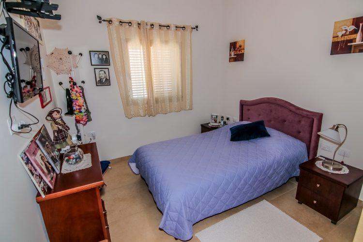 חדר שינה - דירת נרקיס באחוזת נווה חוף, דיור מוגן יוקרתי