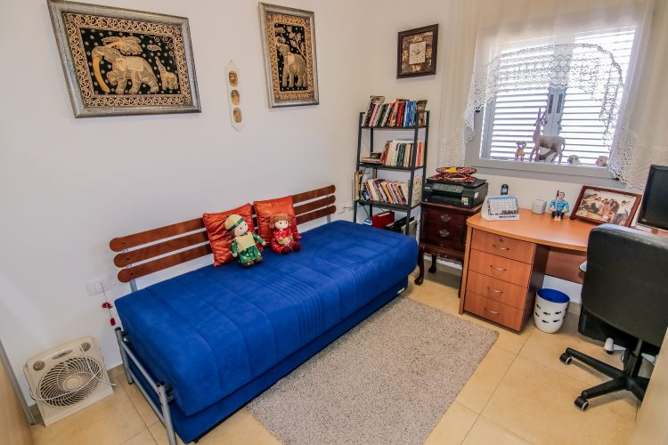 חדר עבודה - דירת יסמין באחוזת נווה חוף, דיור מוגן יוקרתי
